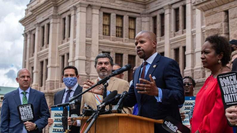 """워싱턴으로 몰래 도주한 텍사스 민주당 의원들 """"8월까지 체류"""""""