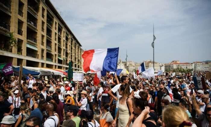 """""""강제는 안 돼"""" 영국·프랑스 등 백신여권·봉쇄 반대 대규모 시위"""